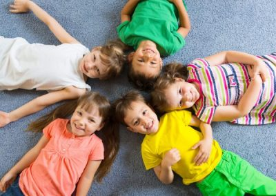 photodune-4902000-cute-little-children-lying-on-floor-s-600x450