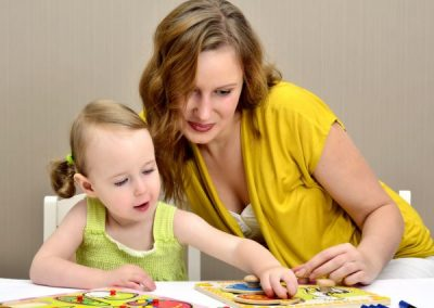 photodune-895982-little-girl-and-mom-playing-in-a-children-puzzle-s-600x450